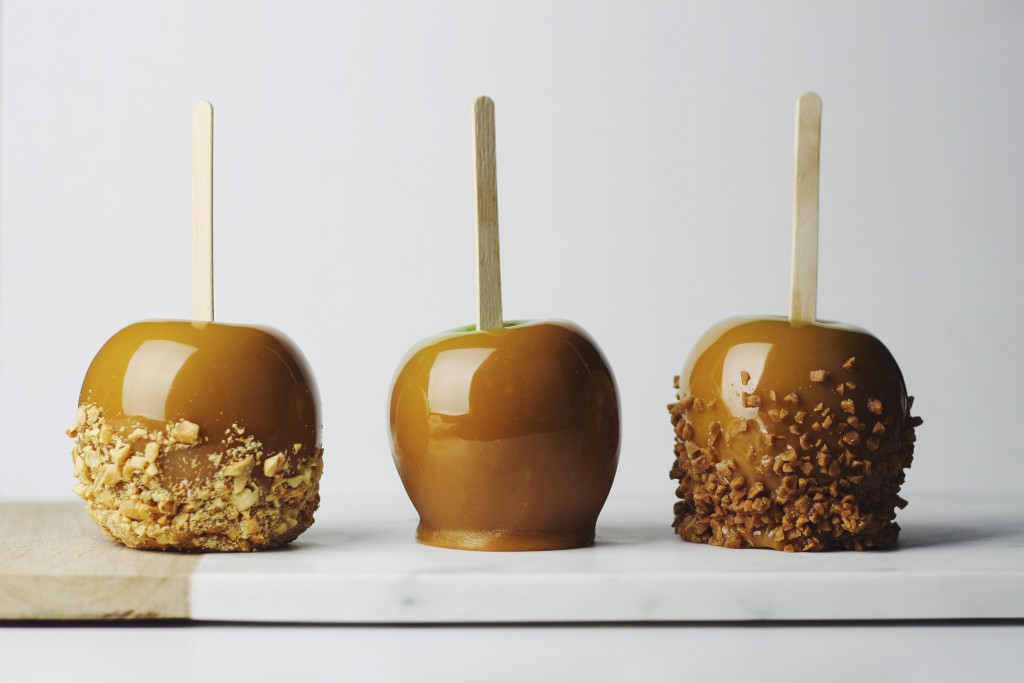 Homemade Caramel Apples With Skor And Peanuts Thechefdan